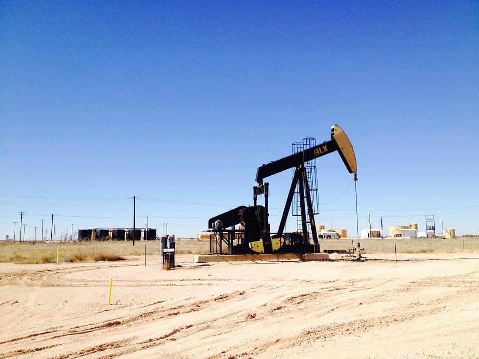 Eine Öl Pumpe in der Wüste