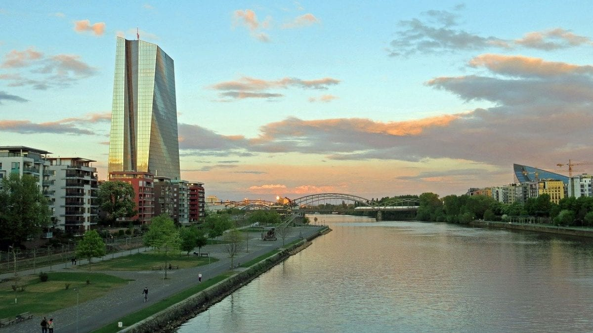 EZB-Zentrale in Frankfurt - morgen sinkende Zinsen?