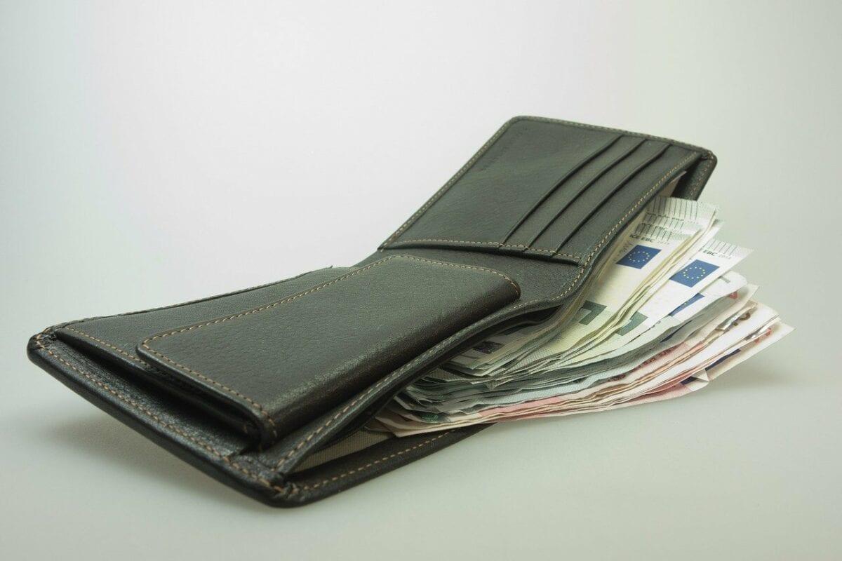 Beispielbild einer Geldbörse - Coronakrise bring Deflation oder Inflation?
