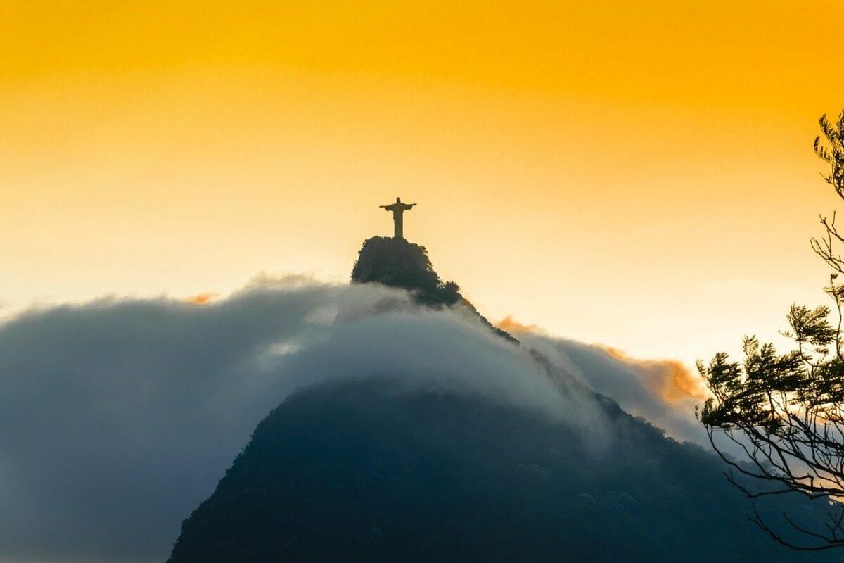Christus-Statue in Rio - Schwellenländer hart getroffen durch Pandemie