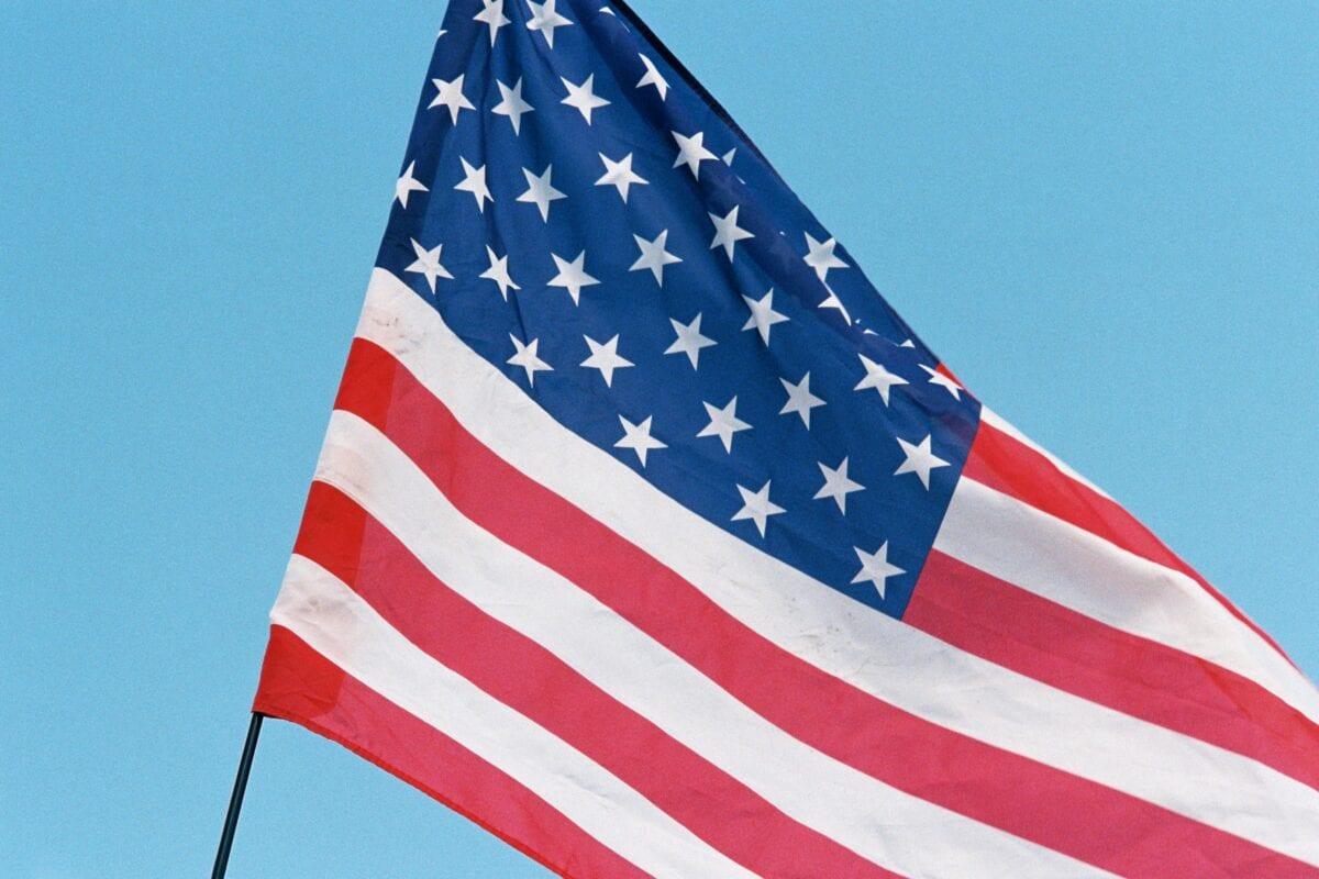 Die Flagge der USA - Staatsschulden steigen sehr schnell an