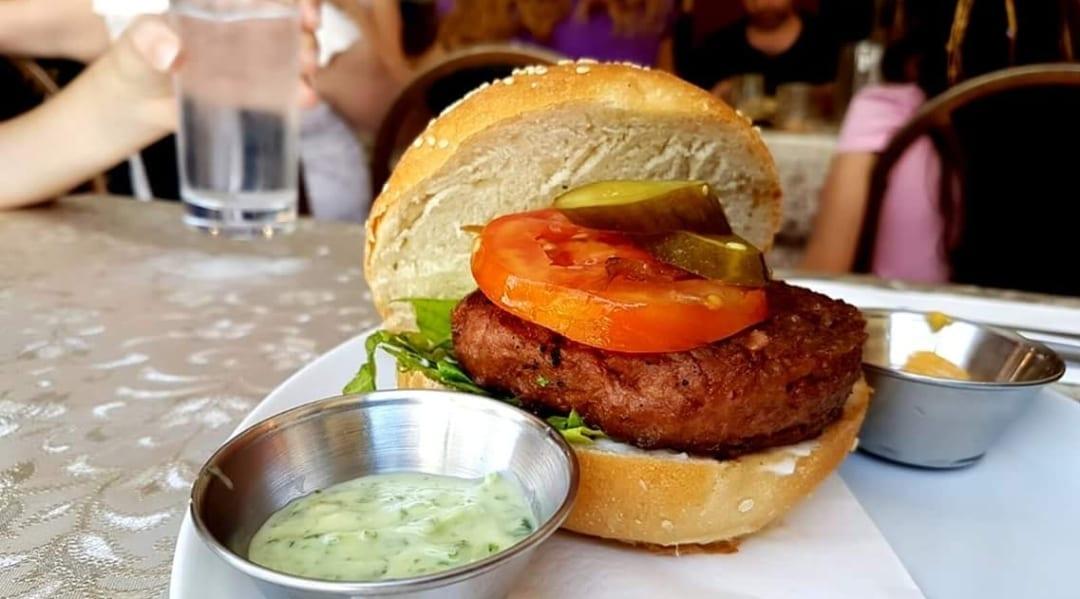 Ein Burger von Beyond Meat