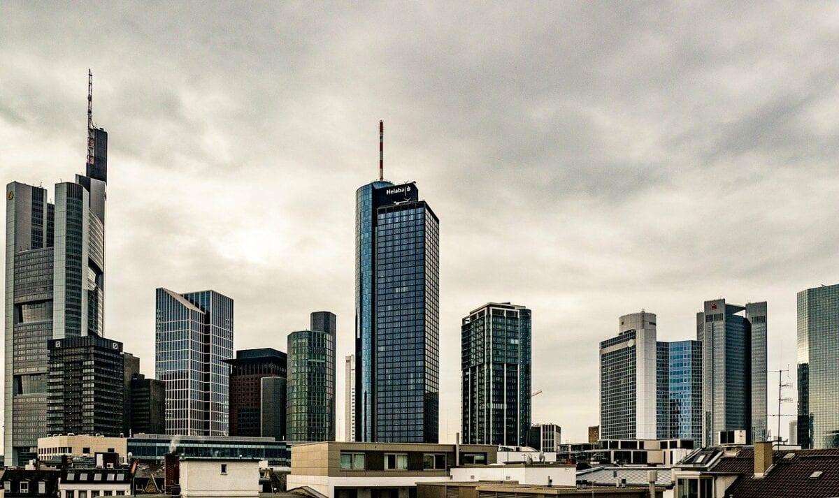 Bankentürme in Frankfurt - EBA analysiert die Schrottkredite in der EU