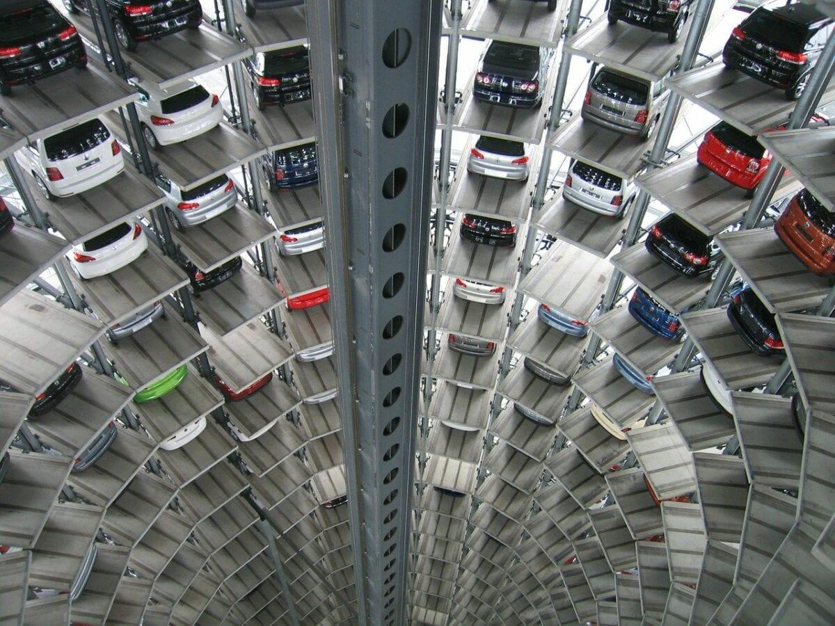 Spezielles Parkhaus für Volkswagen Autos