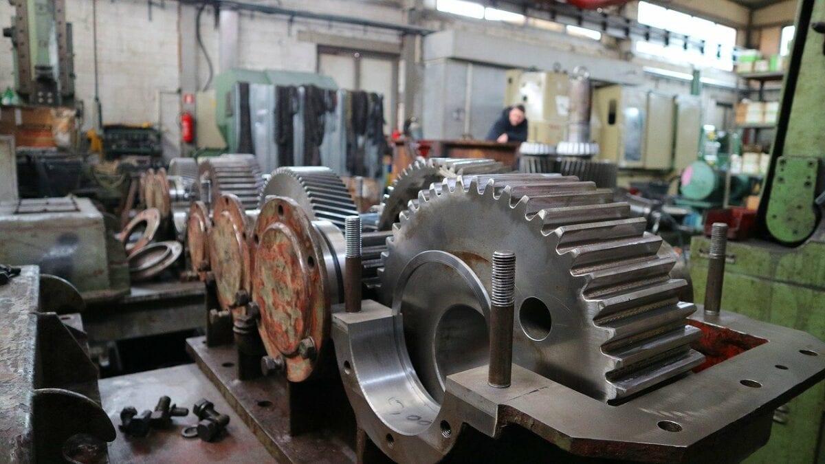 Maschinen in Werkhalle