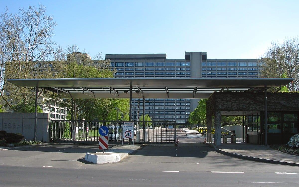 Bundesbank Zentrale Einfahrt in Frankfurt