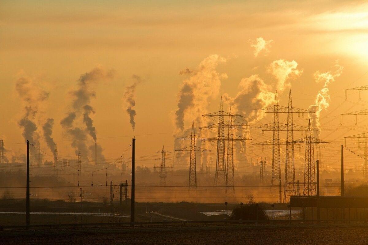 Rauchende Schlote deuten auf viel Industrieproduktion hin