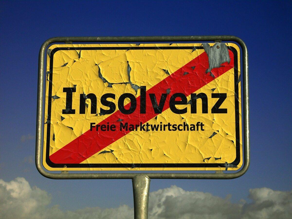 Schild mit Insolvenzen durchgestrichen