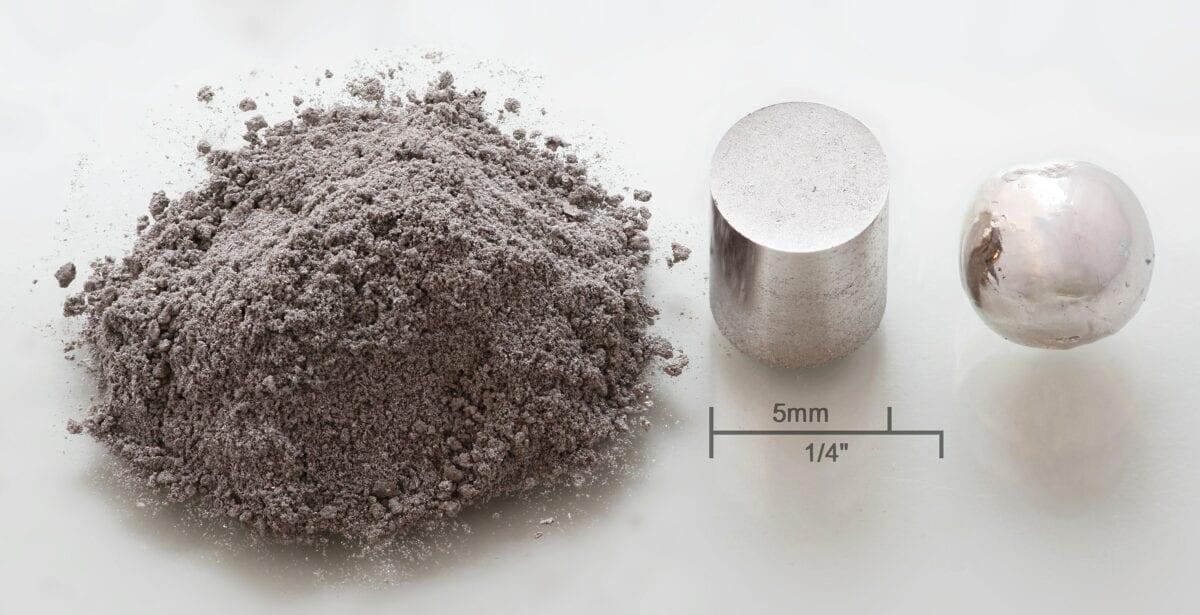 Rhodium als Pulver und festes Metall
