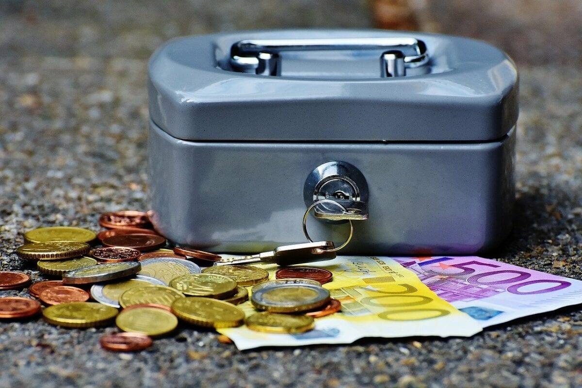 Bargeld Münzen und Scheine mit Geldkassette
