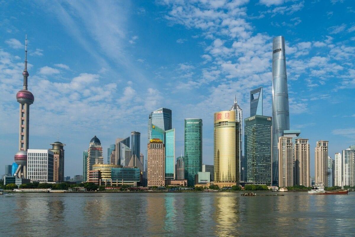 Aktien in China fallen - Kulisse von Shanghai