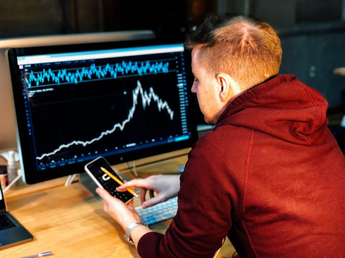 Beispielbild eines Traders - Dirk Müller spricht über die Robinhood-Hausse
