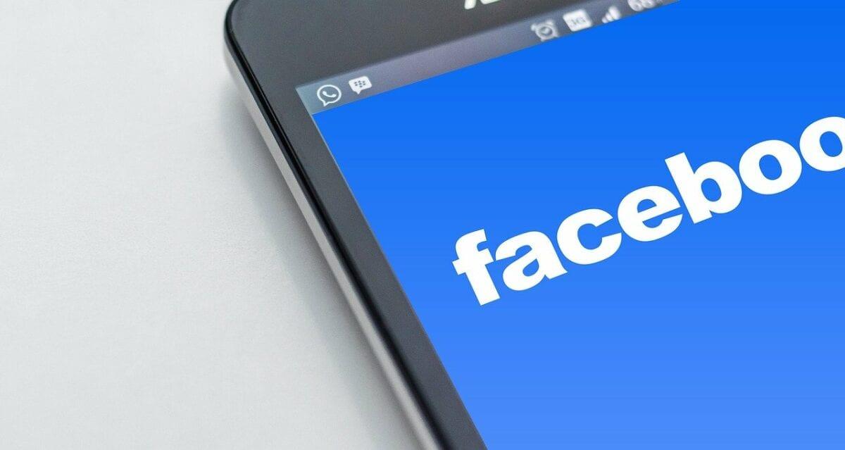 Facebook App auf Smartphone