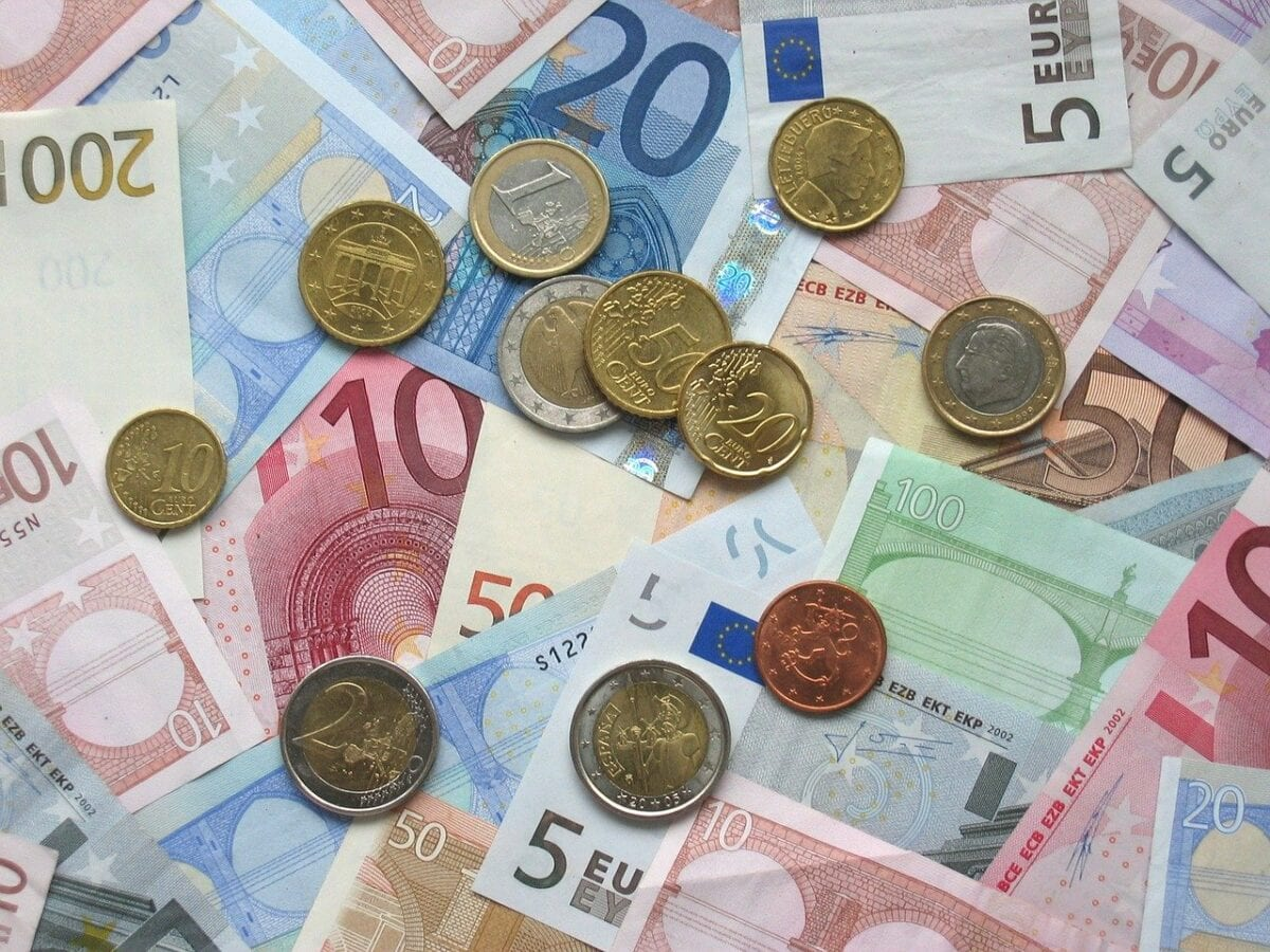 Geldmünzen und Scheine