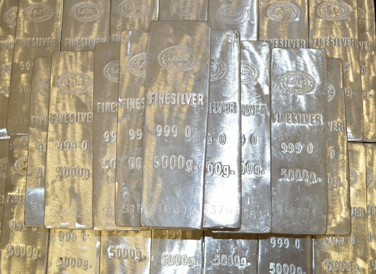 Mehrere Barren Silber