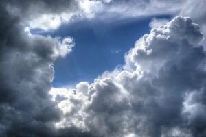 DAX daily: Ziehen im Dax bald dunkle Wolken auf? 13.000er Marke im Blick