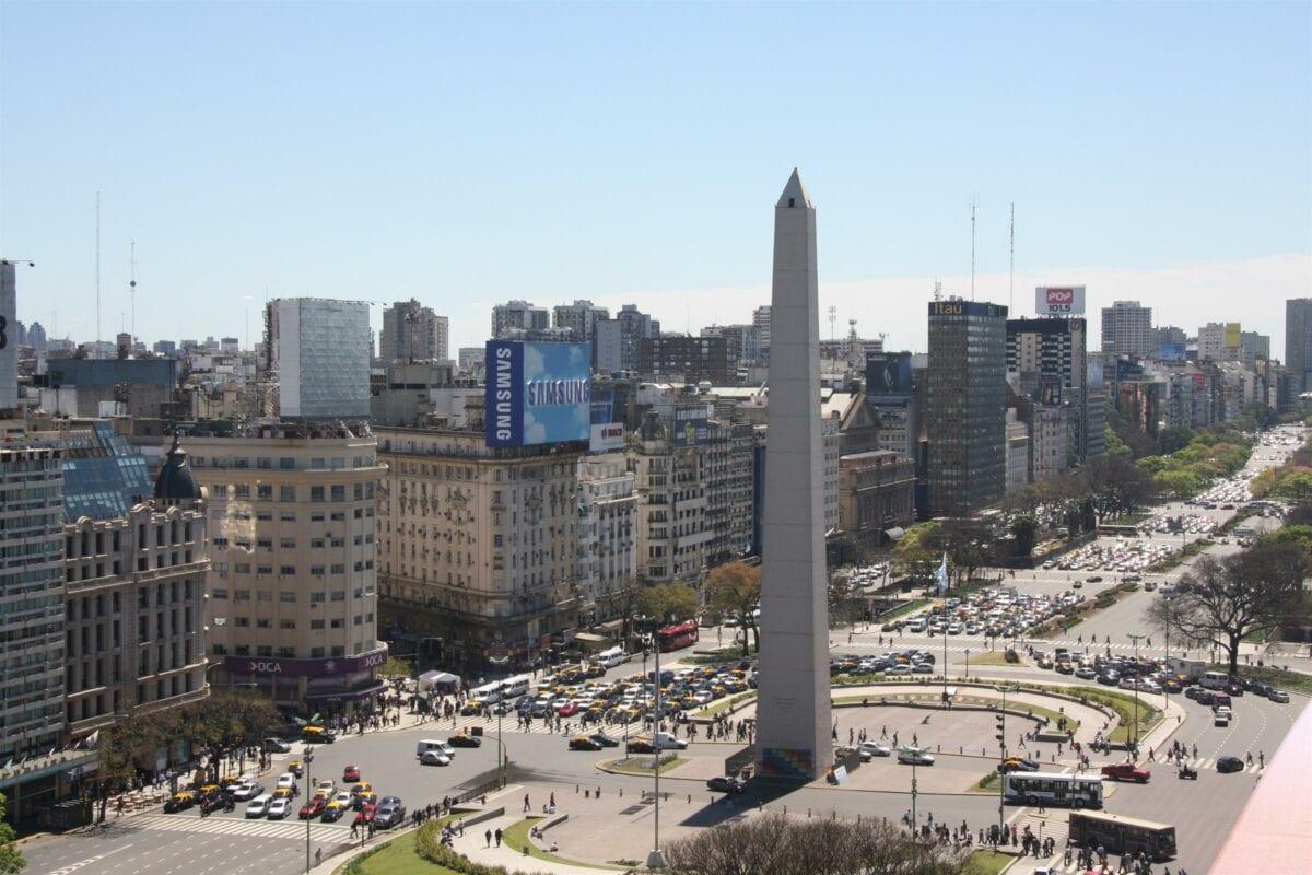 Der Obelisco als Smybol für Argentinien - Staatsbankrott lähmt das Land
