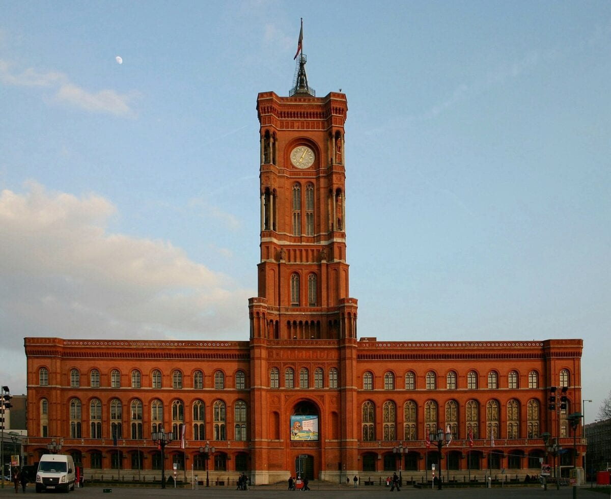 Im Roten Rathaus in Berlin wurde der Mietendeckel beschlossen