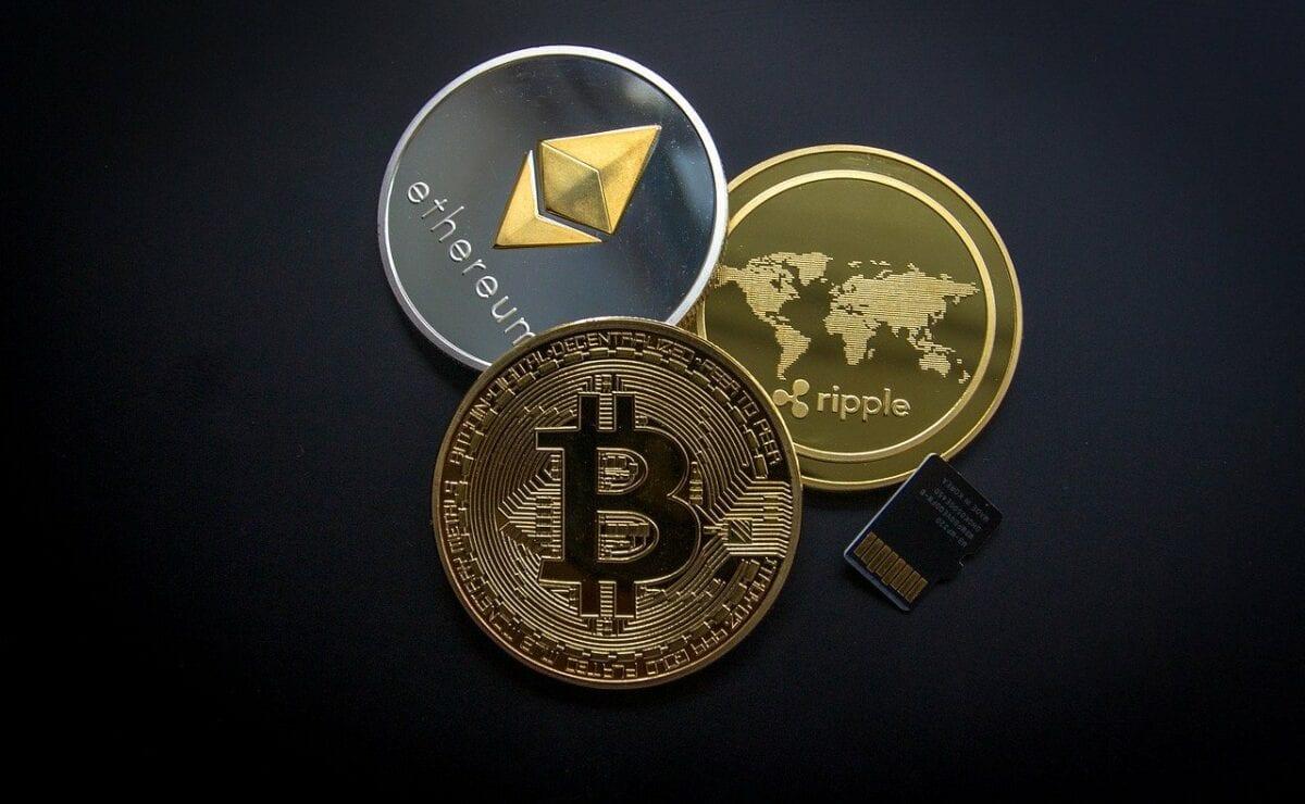 Die drei bekanntesten Kryptowährungen Bitcoin, Ripple und Ethereum