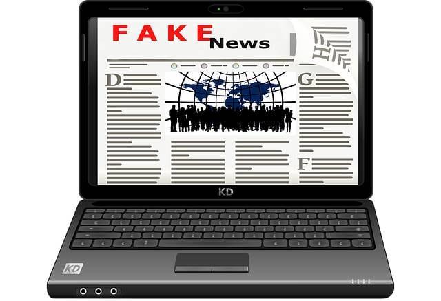Fake News auf Laptop