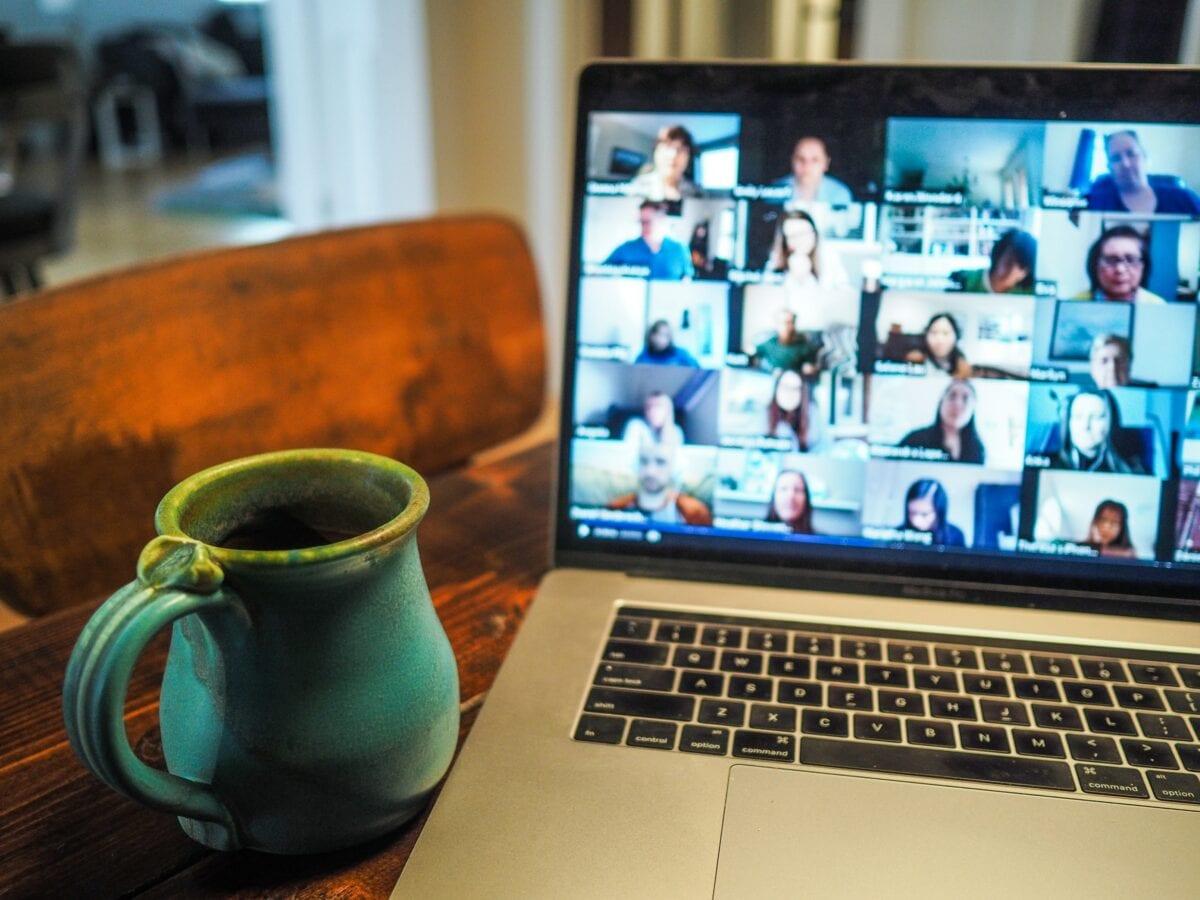 Zoom Videokonferenz auf Laptop