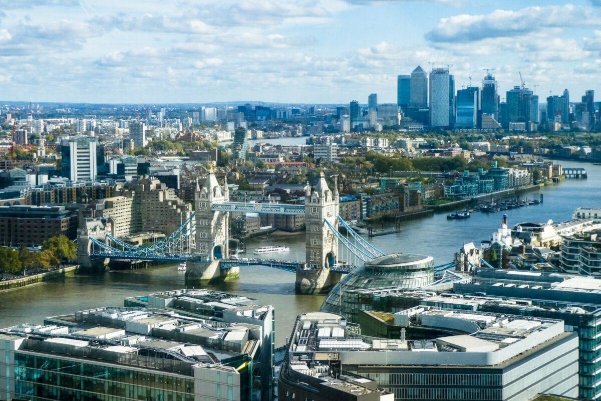Hochhäuser von Banken im Londoner Viertel Canary Wharf