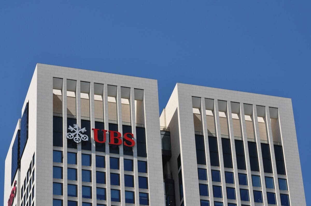 Das UBS-Logo am Frankfurter Opernturm