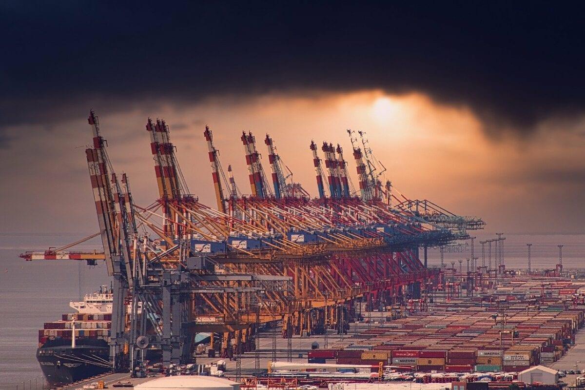 Containerterminal in Bremerhaven wickelt Exporte und Importe ab
