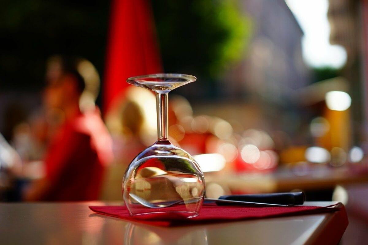 Weinglas im Restaurant