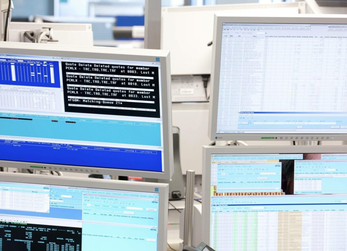 Xetra-Bildschirme der Deutschen Börse