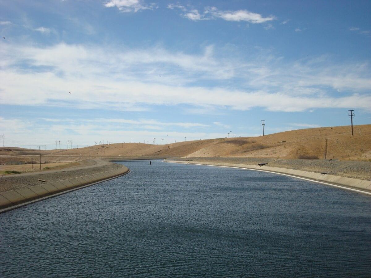 Ein Wasser-Kanal in Kalifornien