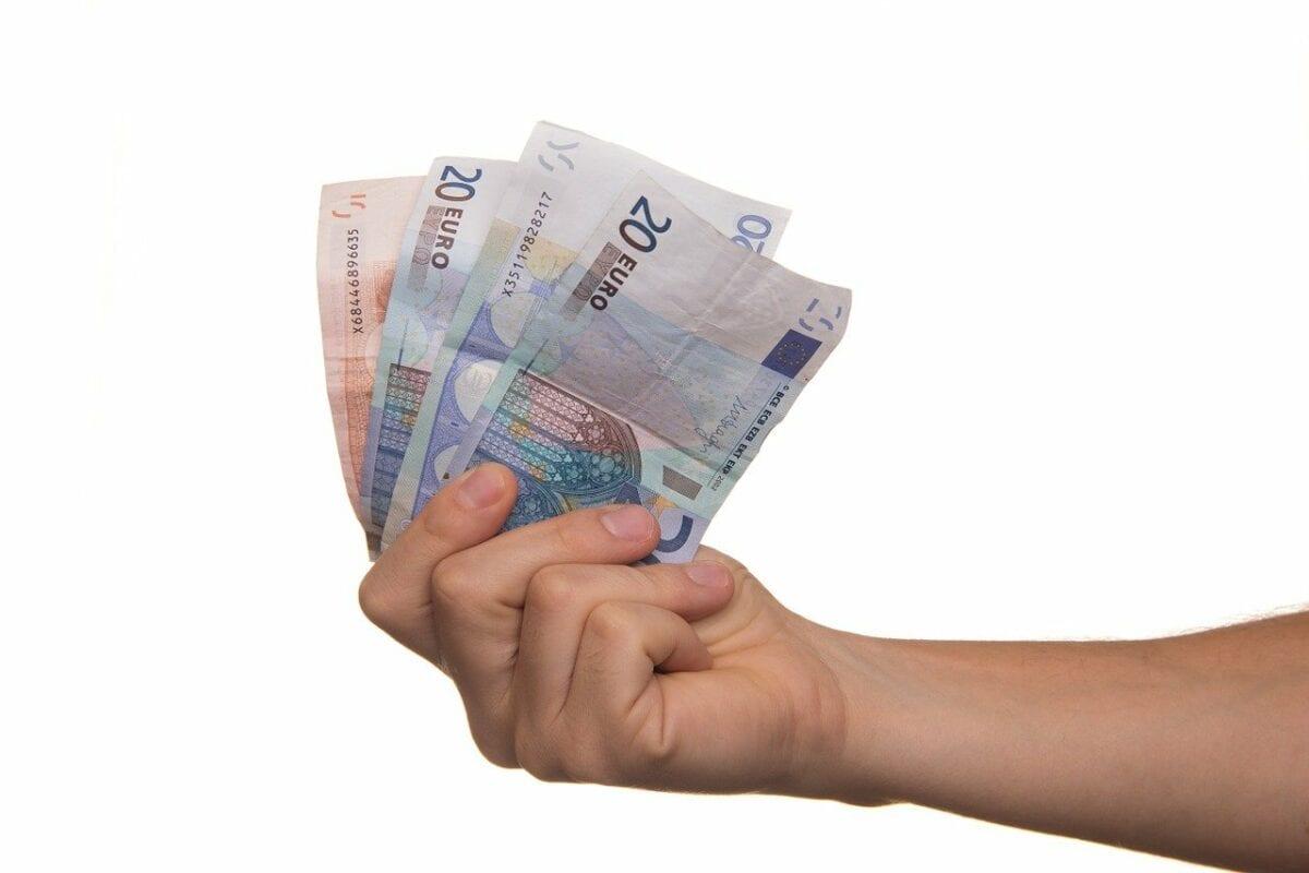 Mehrere Scheine Euro Bargeld