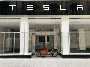Wie überbewertet ist die Aktie von Tesla?