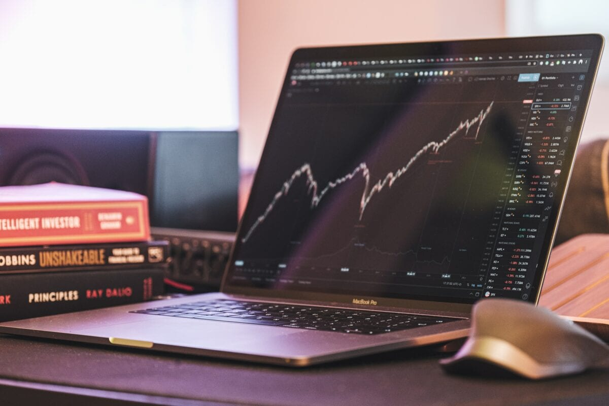 Aktien-Trading am Laptop