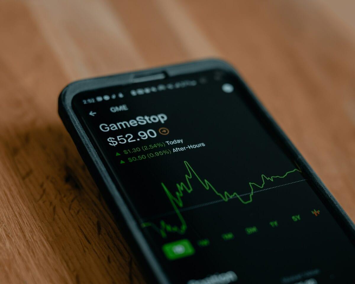 Handel mit Aktien von Gamestop auf Handy-App