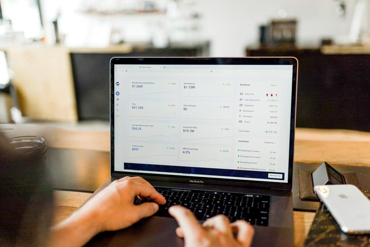 Trading in Aktien direkt am Laptop