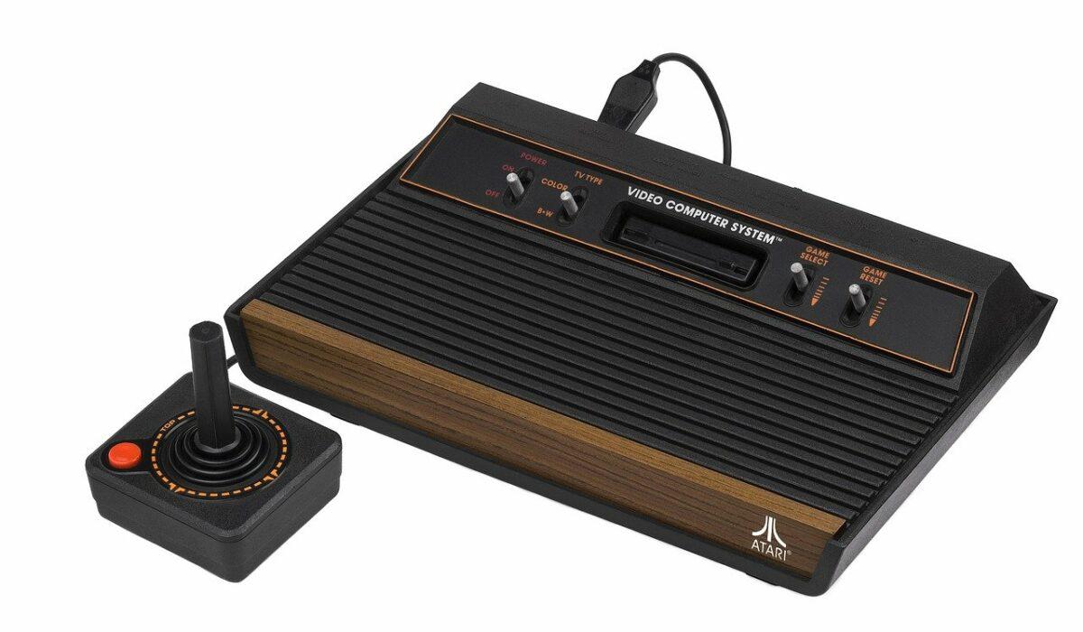 Eine alte Atari Spielekonsole