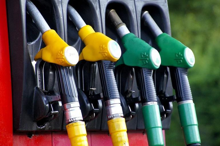 Der Ölpreis fällt - Biden will niedrigere Benzinpreise