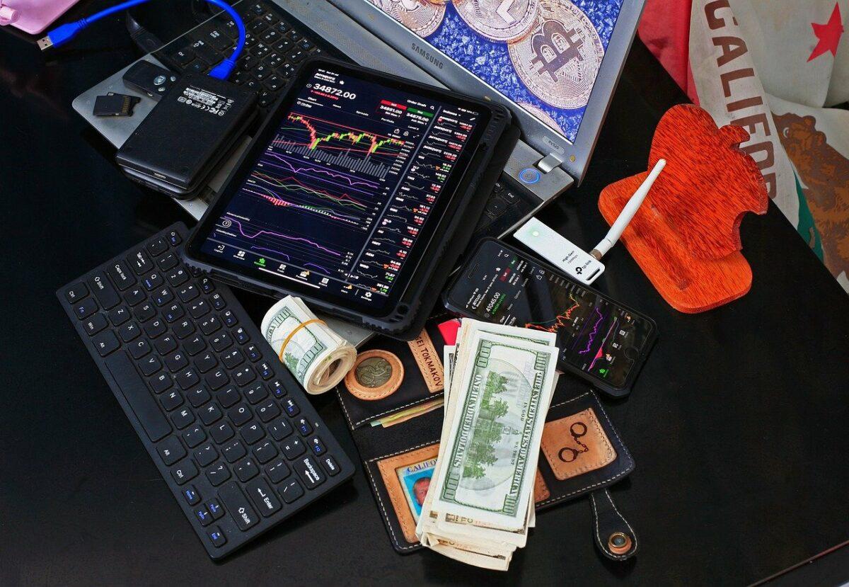 Computer, Bargeld und Handy