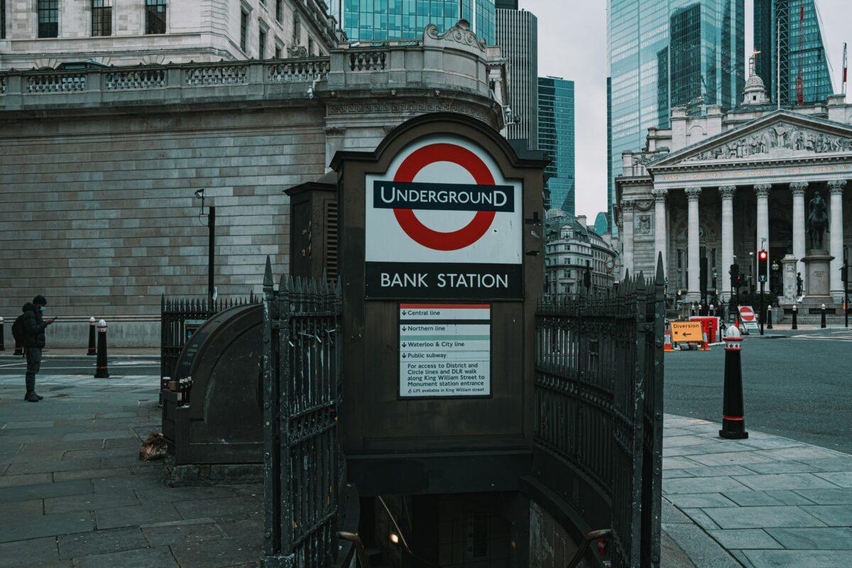 Ausgang der U-Bahn direkt vor der Bank of England in London