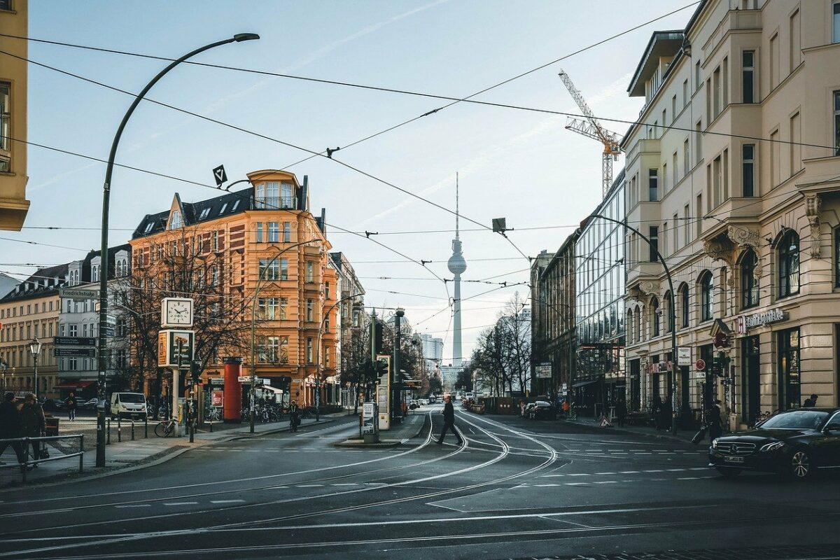 Straße und Wohnungen in Berlin