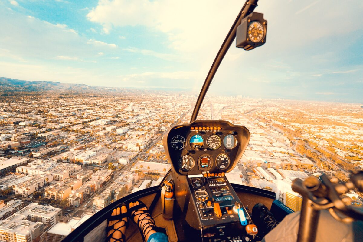 Flug über eine Stadt