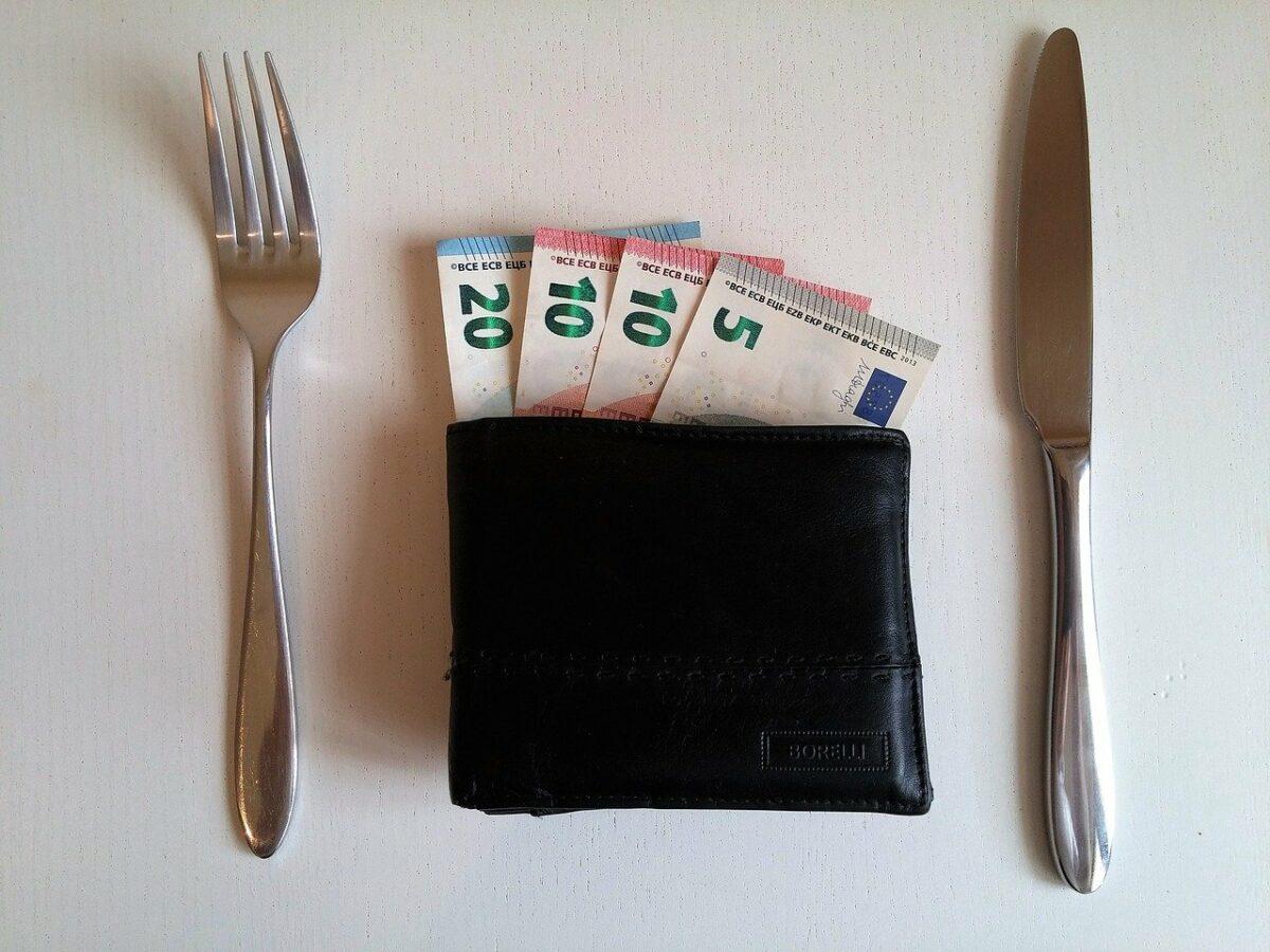 Geldscheine in Brieftasche
